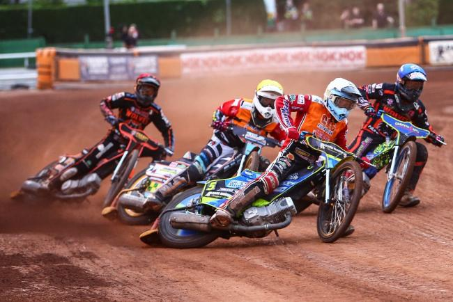 Troy Batchelor leads the way for Swindon Robins in this heat at Wolverhampton Wolves last night, although it was not enough to prevent a 48-42 SGB Premiership defeat at Monmore Green             Picture: LES AUBREY
