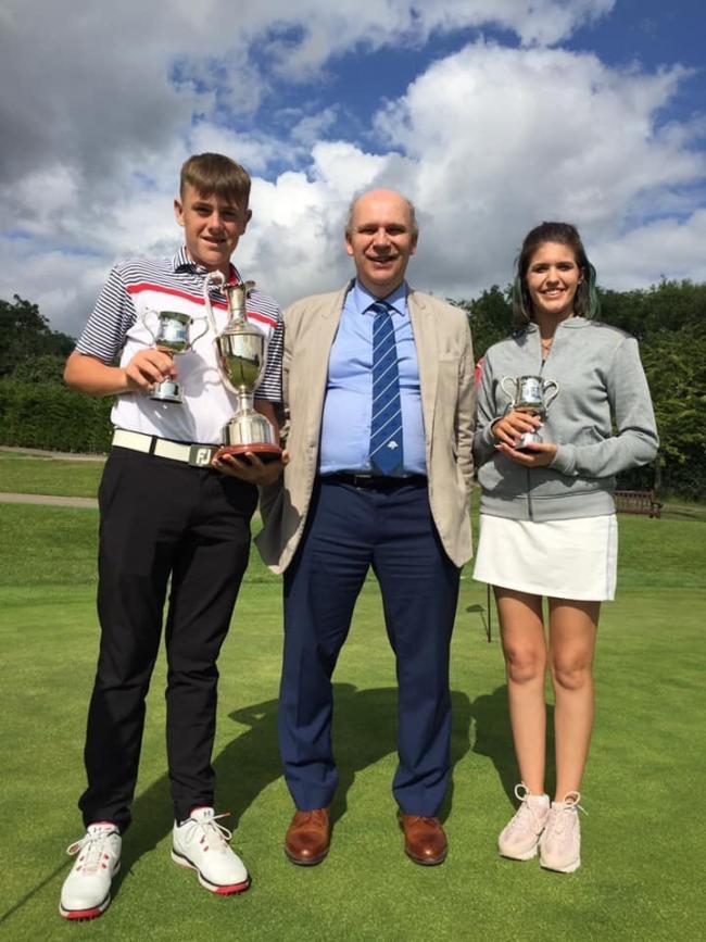 Broome Manor Junior Open winner Freddie Titcombe (left), with leading girl Sammy Walls and event sponsor Richard Deacon