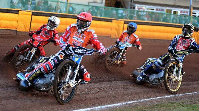 Swindon Robins v Peterborough Panthers   Pic Dave Evans.Jason Doyle  leads from the start to win heat one.