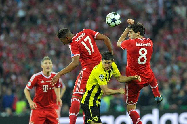 Borussia Dortmund's Robert Lewandowski (centre) battles for the ball with Bayern Munich's Jerome Boateng (left) and Aguinaga Javi Martinez (right) during the 2013 Champions League final