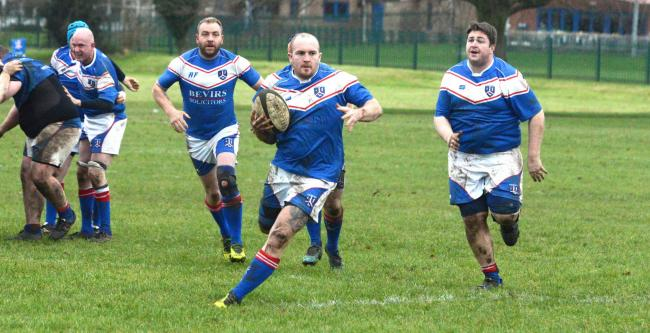 Rugby. Calne (blue) v Alfreds Nomads. For Calne is Brian Hopkins. Photo: Siobhan Boyle SMB2265/4.