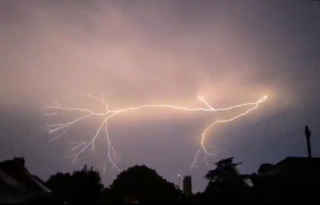 WEATHER ALERT: Warning of four days of thunderstorms for Swindon