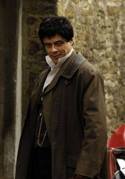 Star and director Benicio Tel Toro between takes