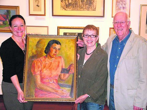 This Is Wiltshire: Brian and Mary Goddard, right, donate Ruby Matter's portrait to Emma Cook, of Swindon Museum And Art Gallery