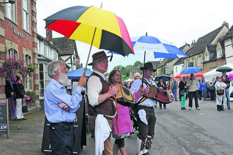 This Is Wiltshire: Chippenham Morris at the traditional fair