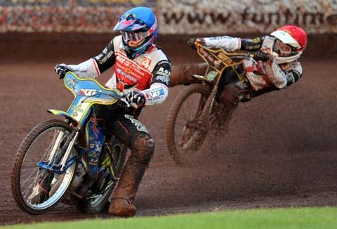 Swindon Robins' Jason Doyle and Peter Kildemand in action
