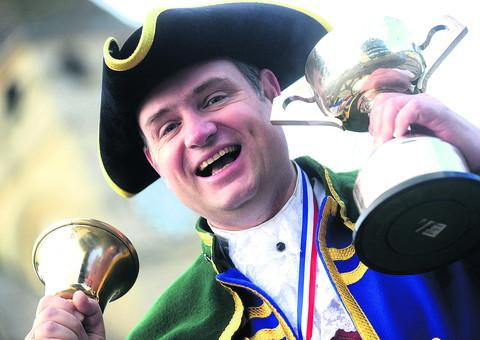 Town crier Mark Wylie has won the national town crier award
