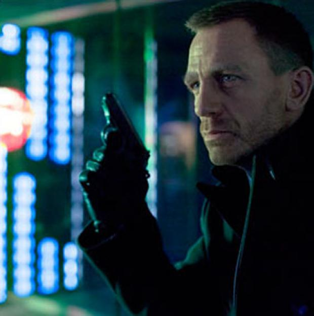 Daniel Craig wearing the Dents gloves in Skyfall