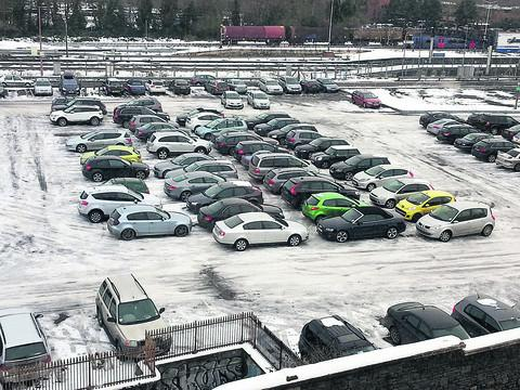 This Is Wiltshire: Snow chaos sees drivers blocked in at car park