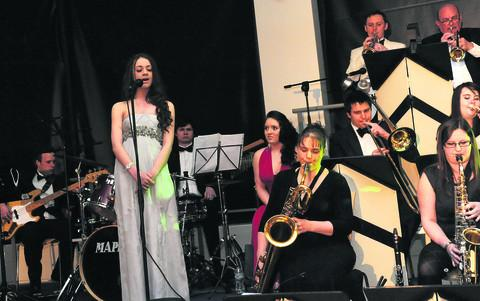 This Is Wiltshire: Simone Chamberlain sings Skyfall with the band