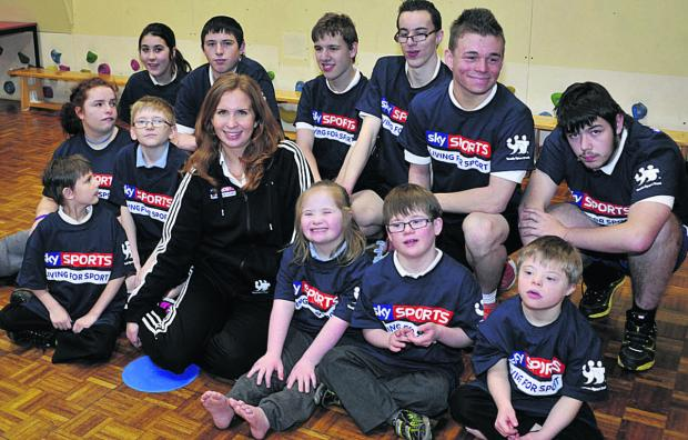 This Is Wiltshire: Paralympic swimmer Kate Grey with Larkrise School pupils Photo: Glenn Phillips (47995-1)