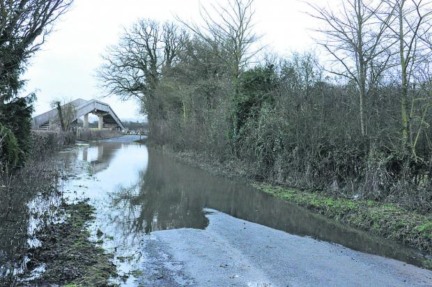 This Is Wiltshire: Flooding at Ashbury Crossing, Shrivenham