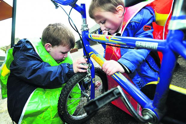 This Is Wiltshire: Ferndale Primary School pupils learn how to look after their bicycles