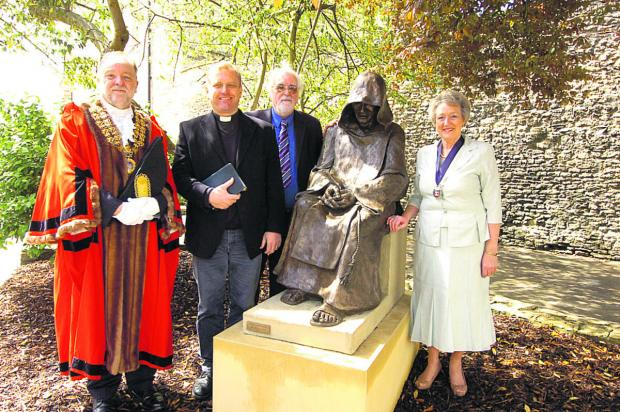 This Is Wiltshire: Outgoing mayor John Gundry, Neill Archer from Malmesbury Abbey, sculptor William Lazard, and mayor-elect Sue Poole with the monk    (PM1235) By Paul Morris