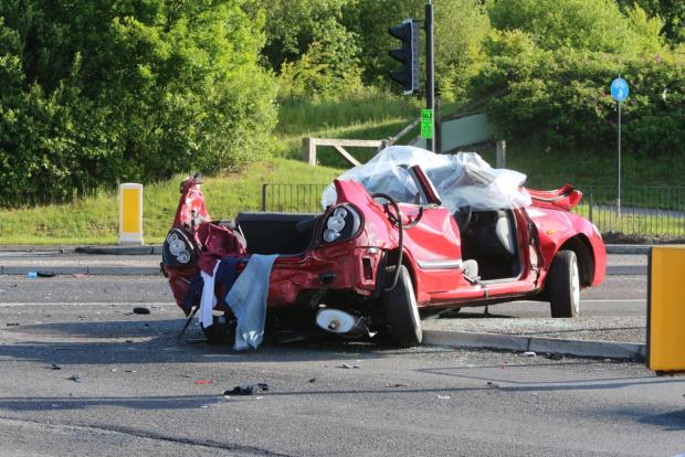 This Is Wiltshire: Fatal crash closes Thamesdown Drive
