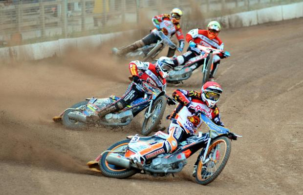 This Is Wiltshire: Action from Swindon Robins' victory at Leicester Lions last night