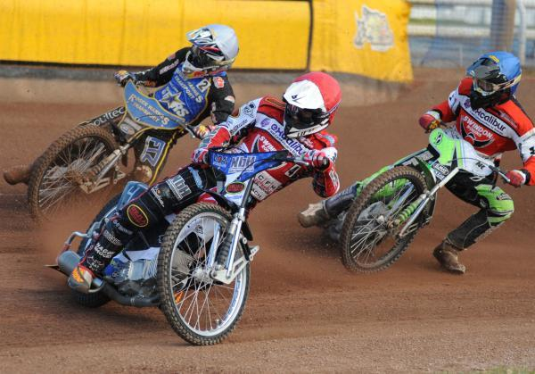 This Is Wiltshire: Simon Gustafsson in action for Swindon Robins last night
