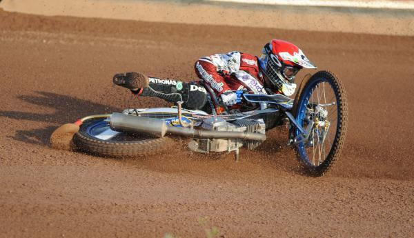 This Is Wiltshire: Peter Kildemand takes a fall in Swindon Robins victory over Leicester Lions