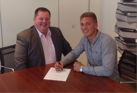 This Is Wiltshire: Nick Blackwell signs on the dotted line with new promoter Mick Hennessey last week (Picture: Hennessey Sports)
