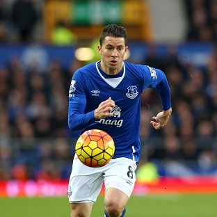 Bryan Oviedo rewarded with new Everton contract