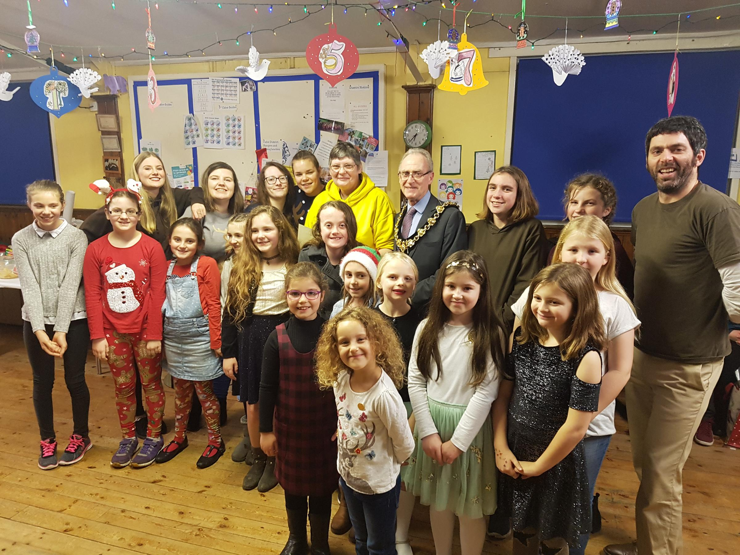 Calne 1st Brownies Norma Hamilton (Centre) and Mayor Cllr Tony Trotman wth Brownies new and old at her last session