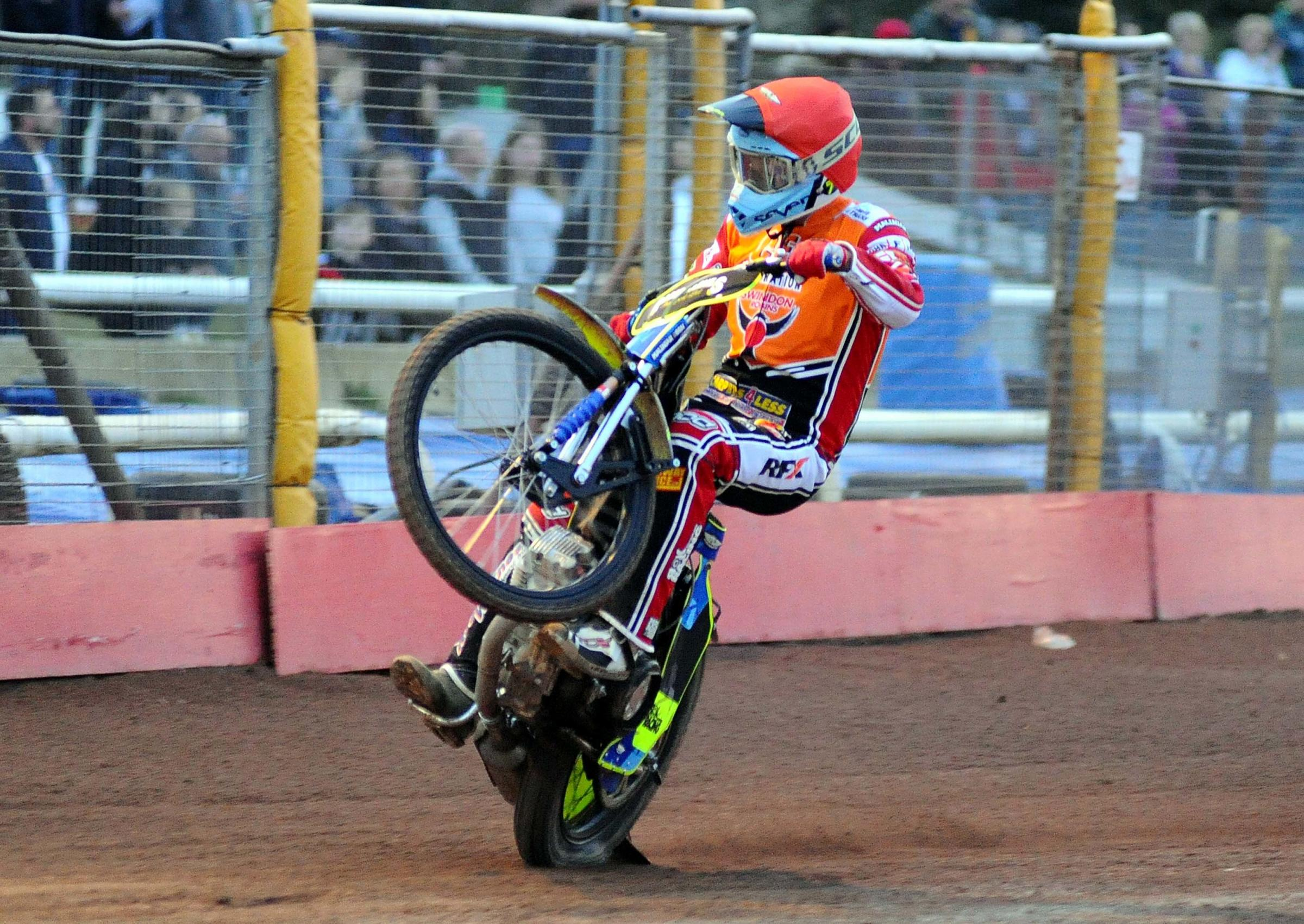 Swindon Robins v Poole Pirates       Pic Dave Evans .Troy Batchelor celebrates his heat four victory..