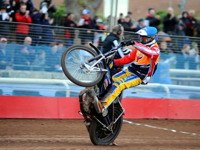 Swindon Robins v Poole Pirates       Pic Dave Evans.Guest Rasmus Jensen wins heat one..
